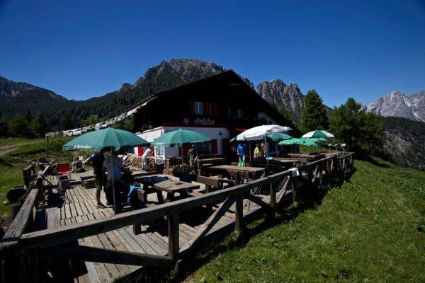 L'accogliente Rifugio Antelao punto di partenza del Sentiero naturalistico delle Tre Forcelle